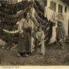 Годините на Првата светска војна: Турска фамилија покрај низите со тутун.
