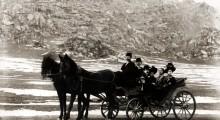 Христо и Љуба Димкар со друштвото на прошетка...