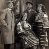 Верка Бектешоска (седи) со братучеди.