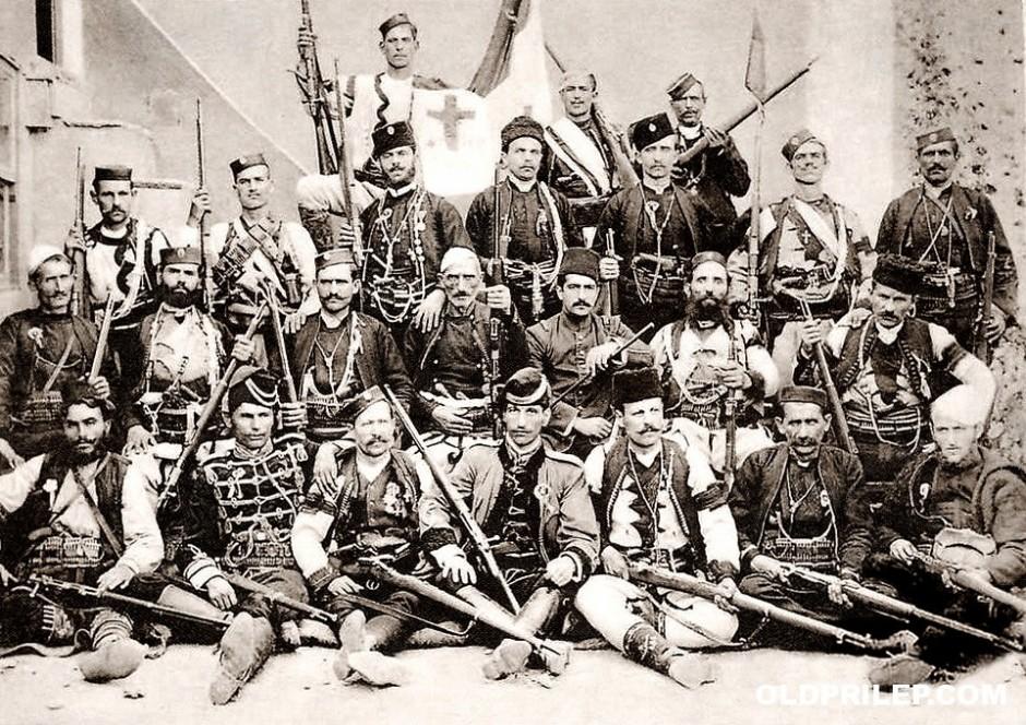 1908, Хуриетот: Глигор Соколов(иќ) (трет во вториот ред) со Српски војводи од Македонија