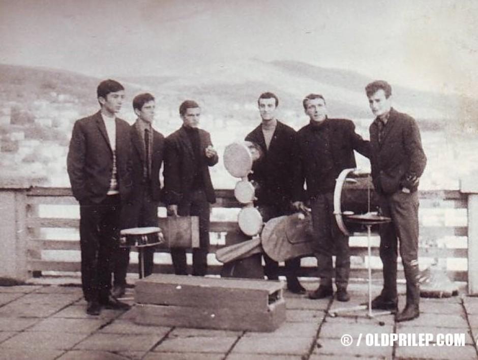 """ВИС """"Електрони"""" фотографирани на балконот во хотел """"Молика"""", 1966..."""