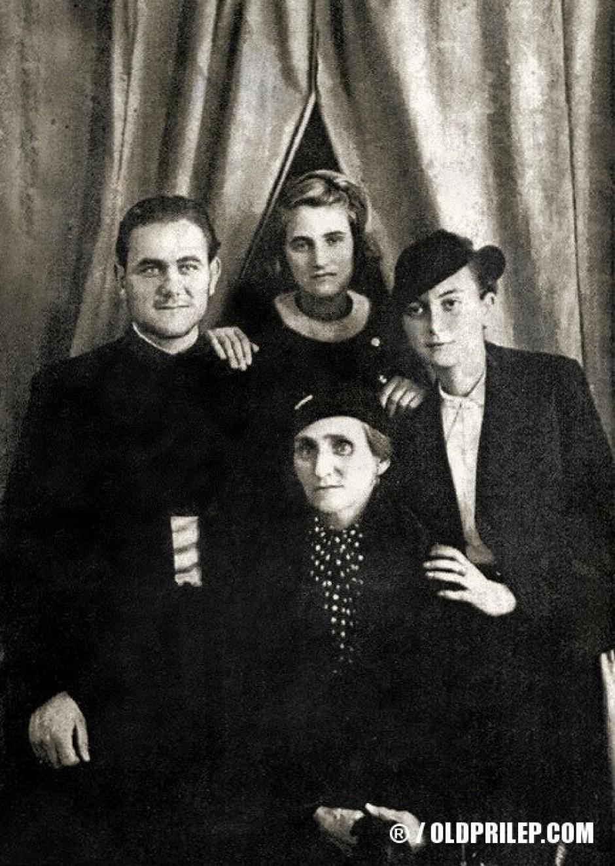 Ѓакон Ѓорѓи Попоски со мајка му Анастасија, сестрата Рада и сопругата Василка