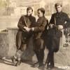 Методија Попоски Мајка (Средина) сликан во слободно Скопје заедно со свои соборци...