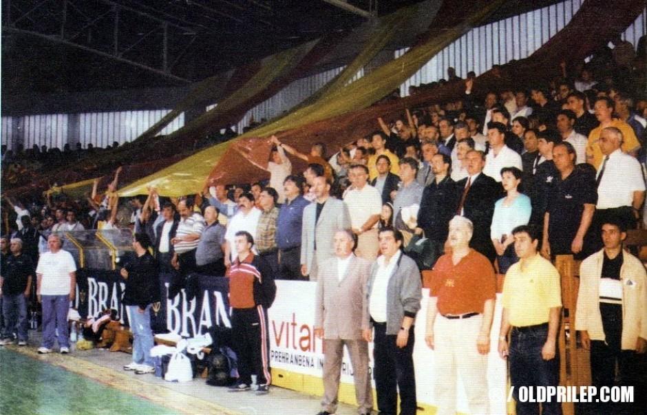 Македонската химна се пее на трибините во Универзална...