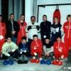 """2002 година: Членовите на БК """"Прилеп"""" сликани со Џумерко како почесен член на клубот"""