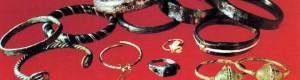 """Накит во бронза и стаклена паста од локалитетот """"Задна Река - Грмајте"""", село Витолиште, X-XII век."""