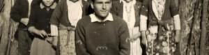 """1961/62: Ученици од ОУ """"Стале Попов"""" од Витолиште, подрачна паралелка во Живово, со учителот Јанче Милески."""
