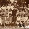 """1971/72: Ученици од ОУ """"11 октомври"""" од село Мажучиште со учителот Серфим Дукоски."""