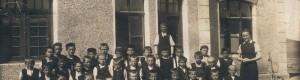 30те години од минатиот век: Ученици од I одделение во училиштето сместено во поранешната железничка станица
