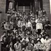 """1978: Ученици од осмо одделение од ОУ """"Св. Климент Охридски"""" сликани на Авала во Белград."""
