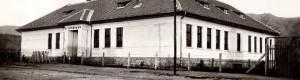 """""""Нова државна народна школа """"Светог Саве"""" подигнута 1926 године""""."""