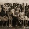 """1960/61: Ученици од VI одделение при ОУ """"Круме Волнароски"""" во Тополчани"""