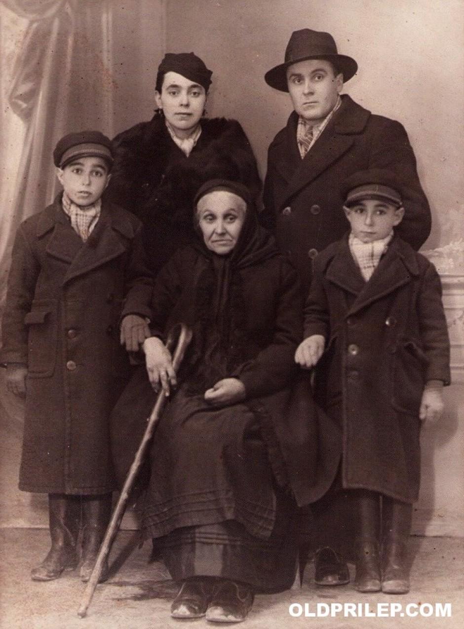 Методија и Цветанка Чорбески со своето семејство