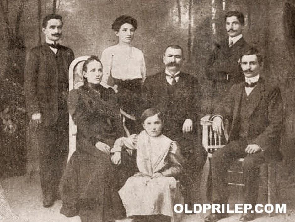 Васил Мончев со своето семејство...