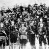 Зборните чети во 1903 година. Петров е во петтиот ред, втор одлево надесно по Јане Сандански.