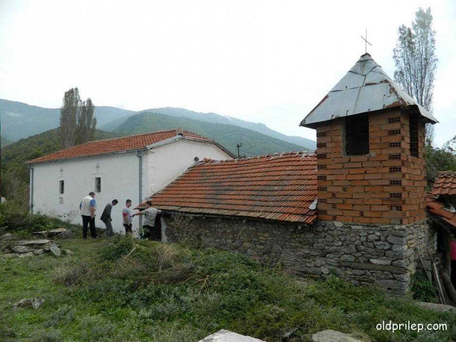 """Црква """"Раѓање на Пресвета Богородица"""", село Мало Радобил."""