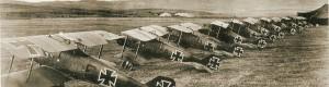 1917: Авионскиот ескадрон JASTA 25 главно составен од авионите Roland D.IIа распореден во базата во Канатларци.  Првиот авион лево му припаѓа на асот Gerhard Fieseler
