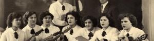 1954: Тамбурашкиот оркестар при Монополот, под диригентство на Благоја Стојкоски - Капелникот...