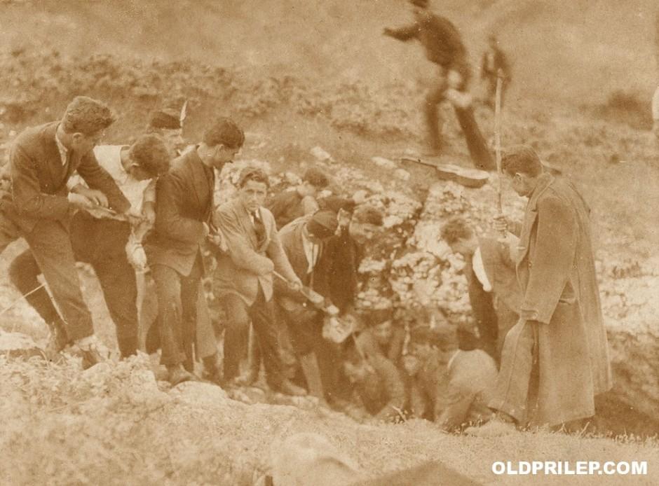 Прилепските соколи истражуваат пештера во околината на Прилеп...