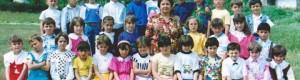 """1991/92: Ученици од прво одделение при ОУ """"Блаже Конески"""" сликани со учителката Пандора Ставрева..."""