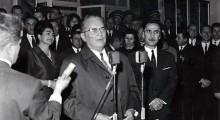 1967: Мате и Тито пред офицерскиот дом