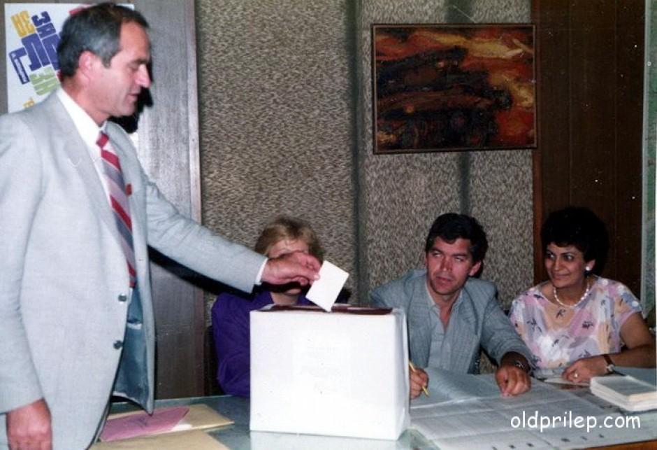 8 септември 1991: Градоначалникот Илија Димоски - Шаторот гласа на референдумот за независна Македонија