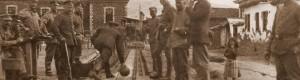 Годините на Првата светска војна: Германски војници се забавуваат во импровизирана куглана во Прилеп