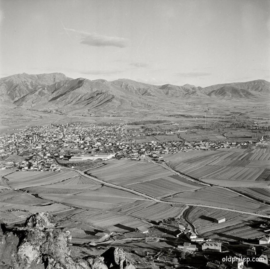 1942: Поглед од Маркови кули кон Прилеп...