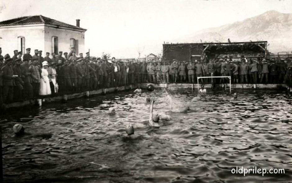 1918: Германски војници играат ватерполо во базенот кај Ѓумушиц